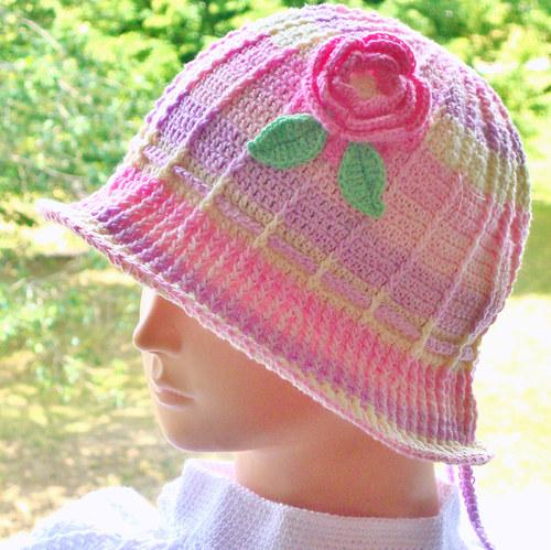 205a5ae1661 Letní háčkovaný klobouček – Potvor - pomáhat tvořit