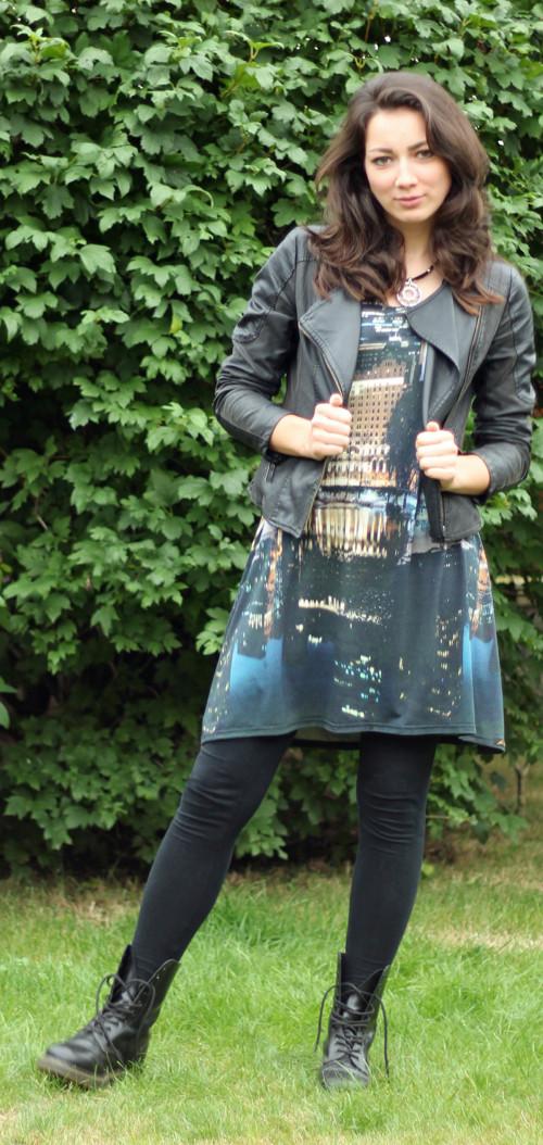 Barevné zvonové šaty s krátkým rukávem – Potvor - pomáhat tvořit f84d3fe2b5