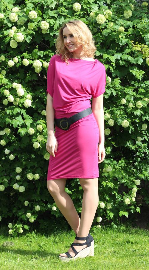 Malinové asymetrické šaty - krátké – Potvor - pomáhat tvořit c3bbc0e1b6