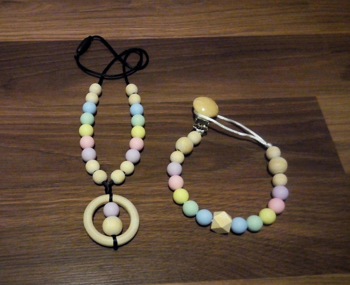 b485385b5 Silikonový / dřevěný náhrdelník + klip na dudlík – Potvor - pomáhat ...