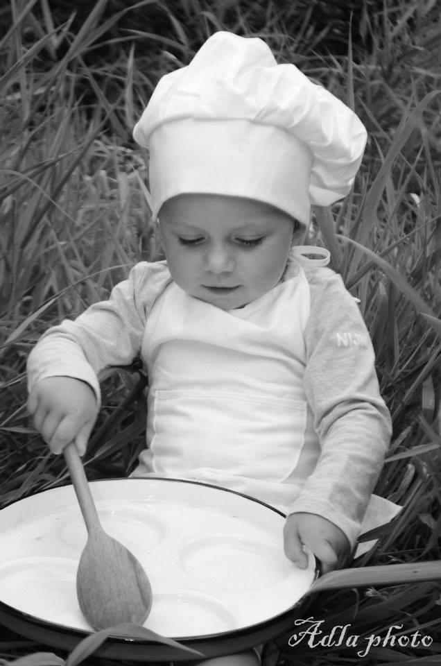 bc24cdbb03a Dětská kuchařská čepice VĚTŠÍ a zástěrka 2-4 roky – Potvor - pomáhat ...