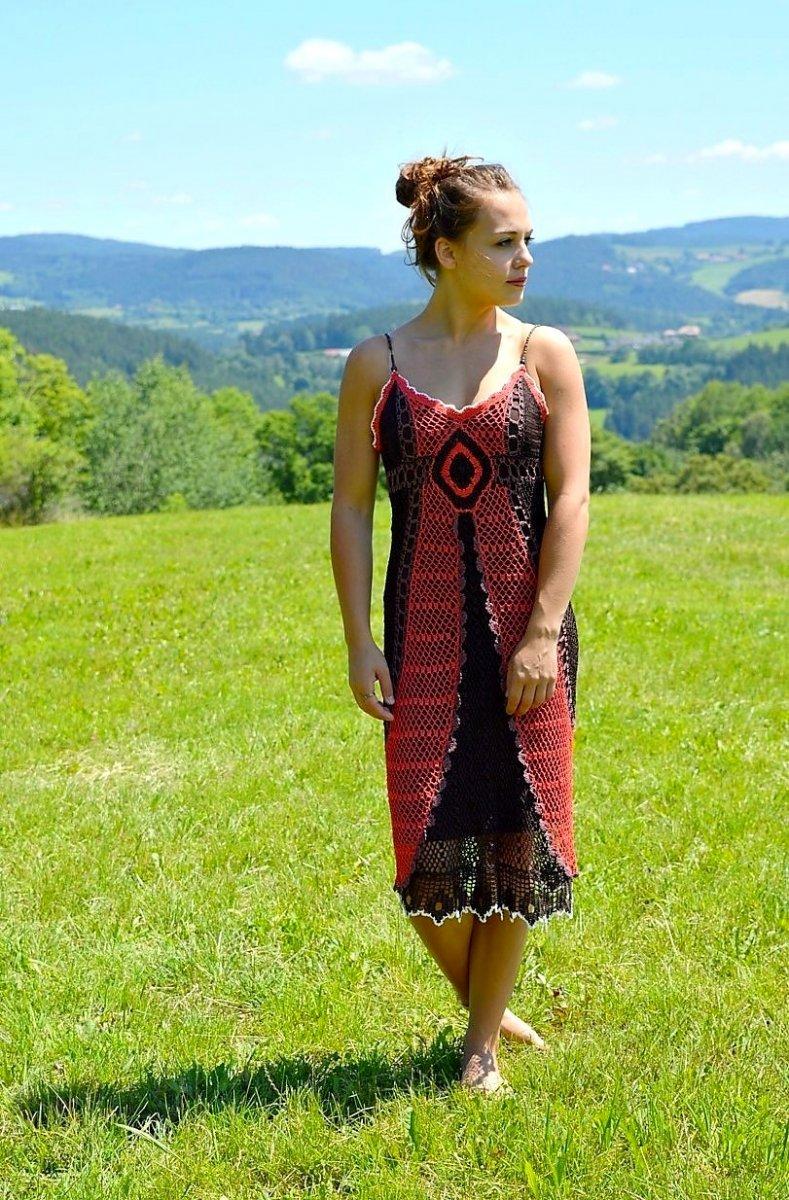 Háčkované šaty ELEGANCY – Potvor - pomáhat tvořit 7fdc52a33c