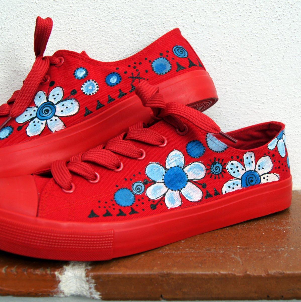 Malované tenisky červené květované vel. 39 – Potvor - pomáhat tvořit 87edd509ad