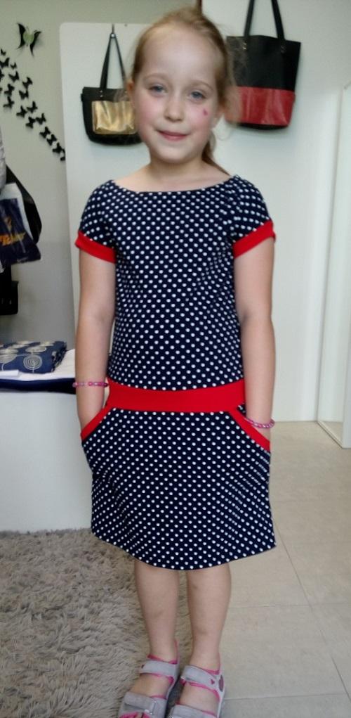 8f7120fec1b3 Šaty pro malé slečny puntíky vel. 122 - 146 – Potvor - pomáhat tvořit