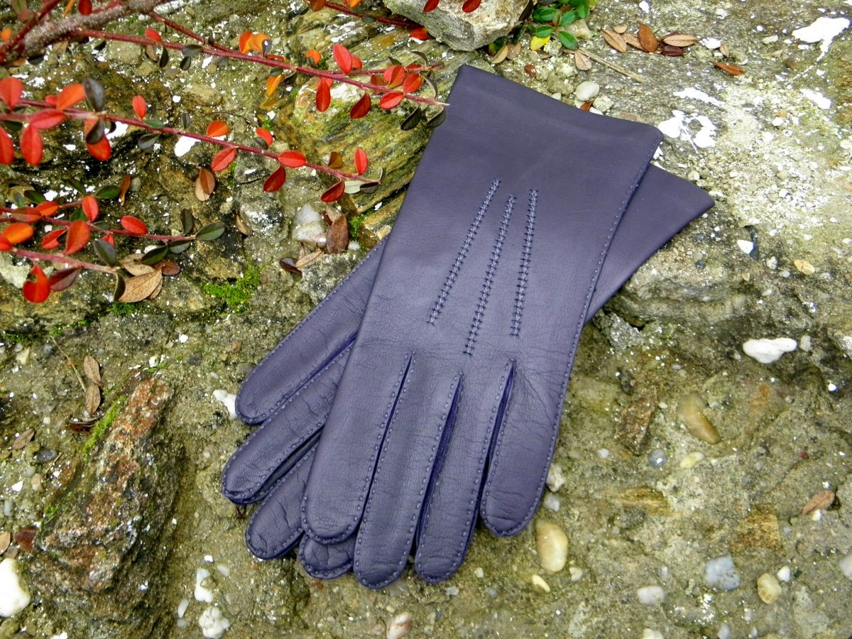 Fialové kožené rukavice s hedvábnou podšívkou - ručně šité – Potvor ... c76cedce45