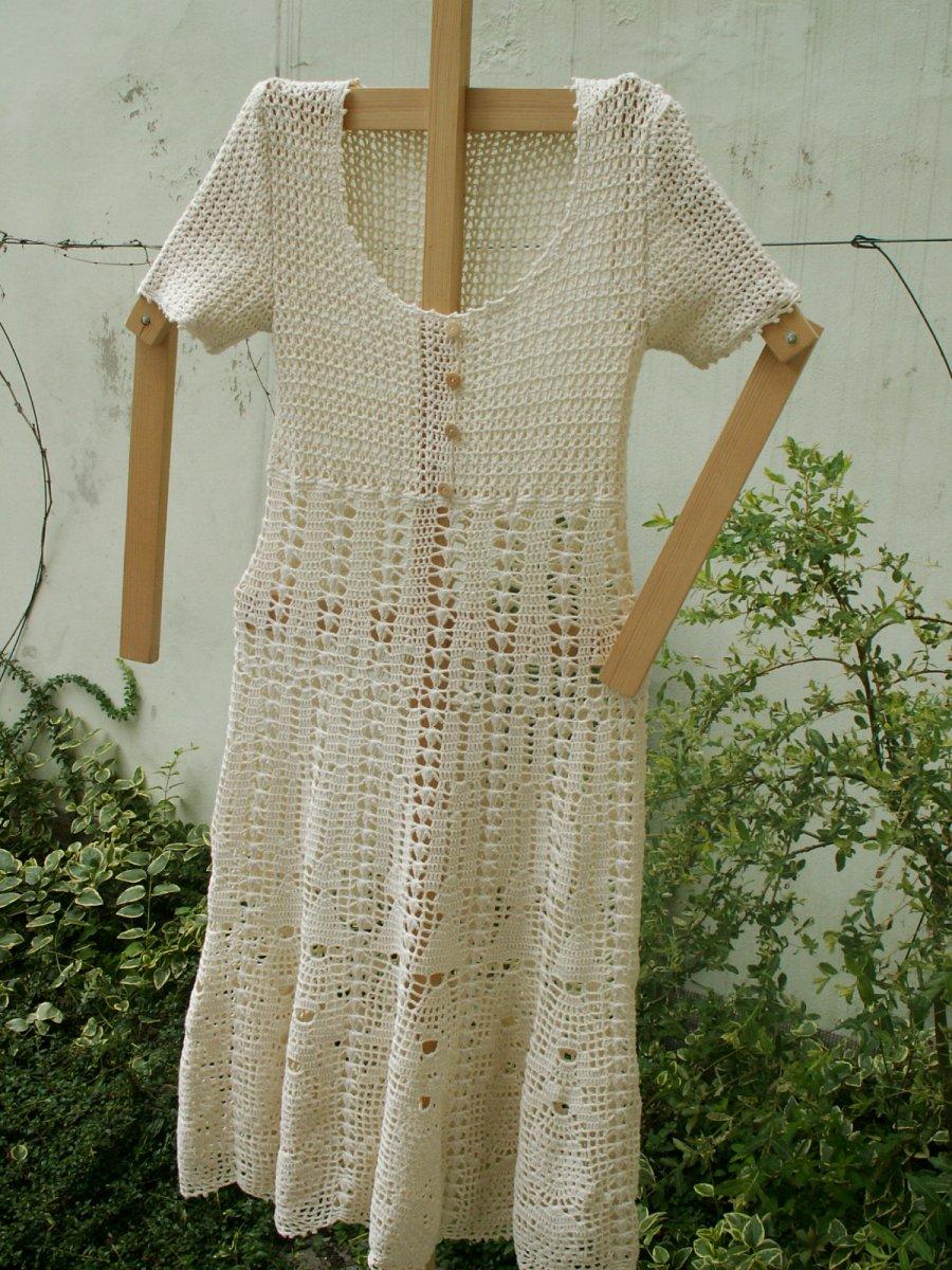 Háčkované šaty bílé – Potvor - pomáhat tvořit 16f6537838
