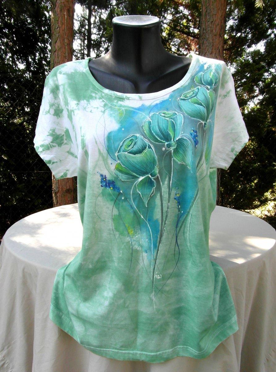 a265f5a3aa1 Zelené tričko s růžemi -ručně malované – Potvor - pomáhat tvořit