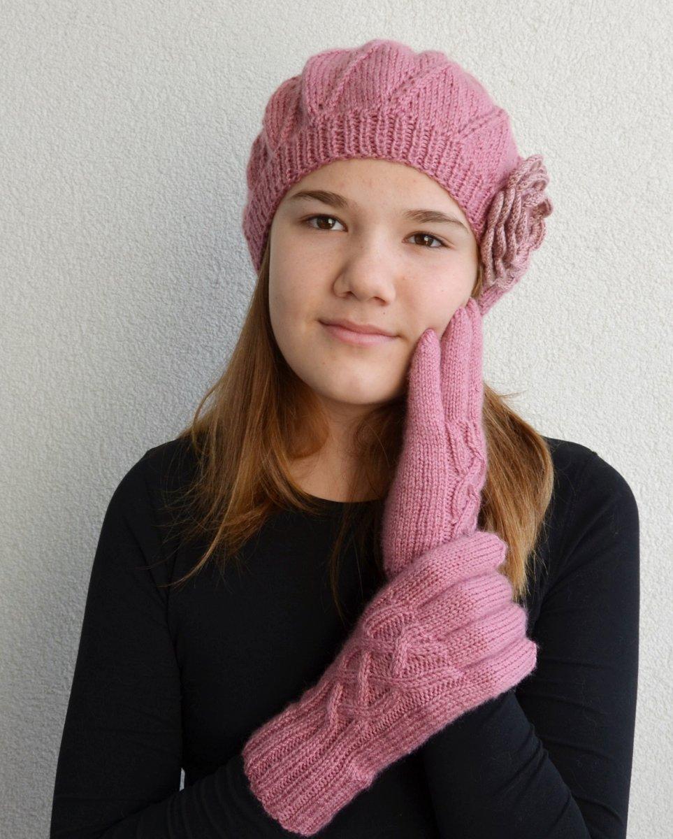 7869408ac45 Sada v růžové barvě  baret