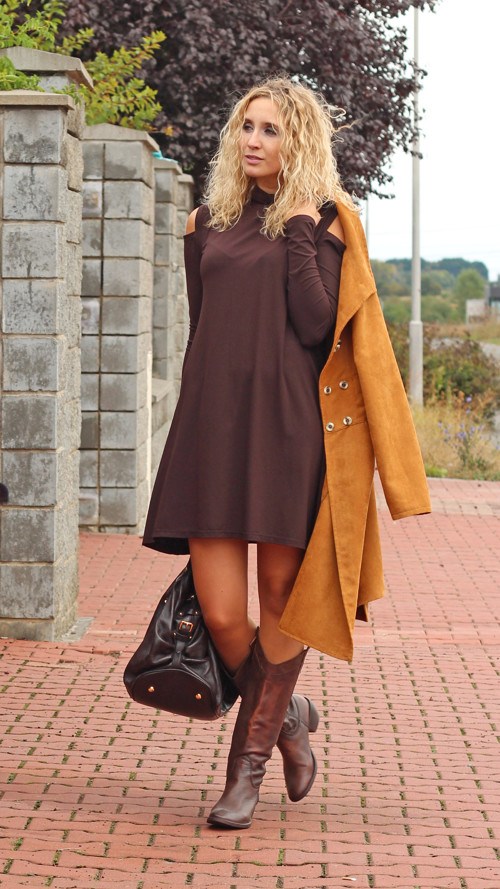 Tmavě hnědé zvonové šaty s rolákem – Potvor - pomáhat tvořit 54ab618a10