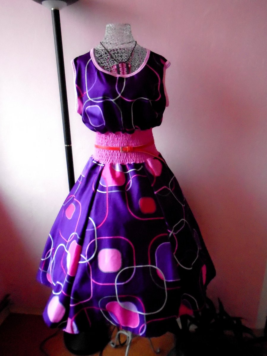 2def353ff83 Dámské retro šaty - fialové – Potvor - pomáhat tvořit