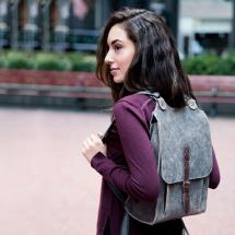 Kožený batoh šedý s hnědým řemínkem c5529a5072