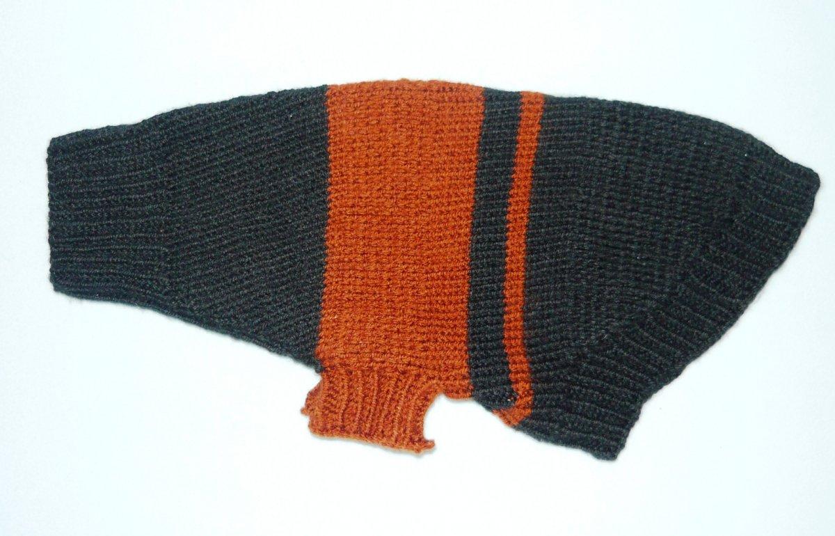 570051d078b1 Ručně pletený psí svetr – Potvor - pomáhat tvořit
