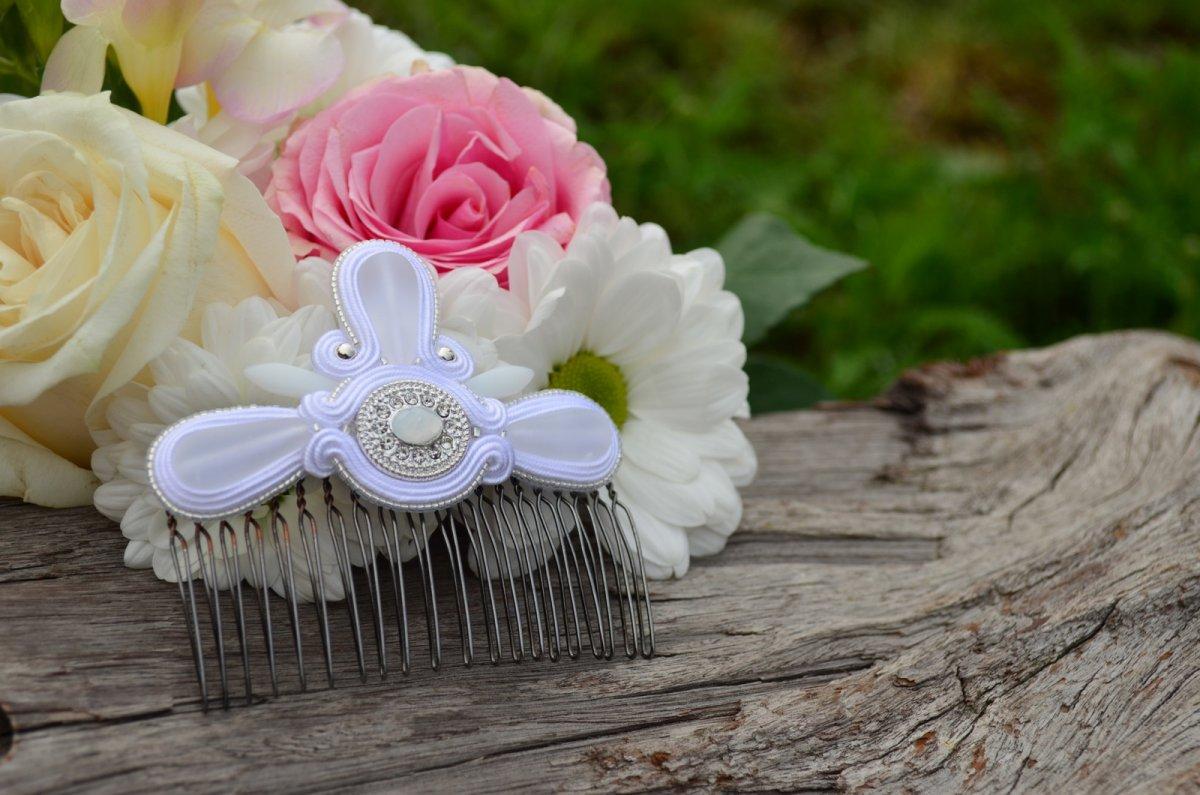 Soutache Svatební hřebínek do vlasů White Love – Potvor - pomáhat tvořit 5669c818f8