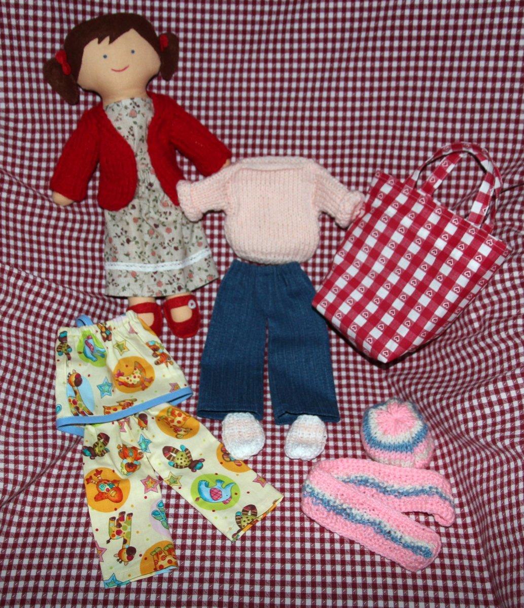02d1120a95a Ručně šitá panenka s doplňky – Potvor - pomáhat tvořit